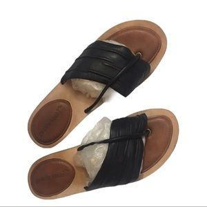 KENNETH COLE FLAT SANDALS